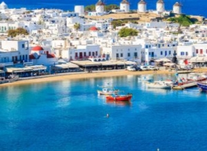 10-night stay at well-rated 4* hotel on Mykonos + spring flights from London