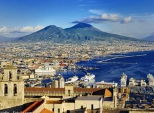Fly & drive – wakacyjne loty do Neapolu z Katowic od 158 PLN oraz wynajęcie auta za 82 PLN/dzień