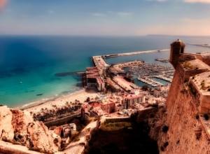 Tygodniowy urlop w Alicante za 602 PLN. Loty z Poznania + noclegi + auto