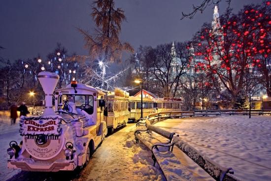Jarmarki świąteczne w Wiedniu: 2 noce za 340 PLN! Loty, transfer i 3* hotel