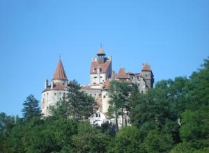 Karpaty i zamek Drakuli! 5 majowych nocy w Braszowie za 668 PLN! Loty, noclegi, śniadania, sauna i auto!